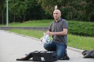 Graham Phillips unpacks drone (--TruthSpeaker)