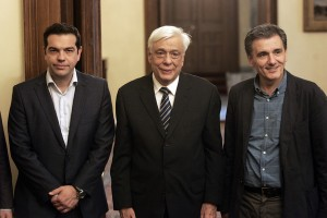 Greek PM Alexis Tsipras, Greek President Prokopis Pavlopoulos (C) and new Greek Finance Minister Euclid Tsakalotos (--zimbio.com)