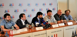 Denis Pushilin (center)