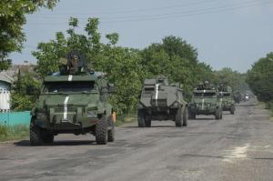 Ukrainian armored vehicle convoy outside Marinka, June 2015 (--b92.net)