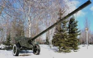 "A 100mm anti-tank cannon ""Rapira"" (--Russia Insider)"