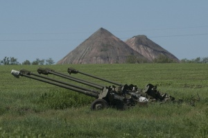 Ukrainian howitzers near coal mine (--TASS)