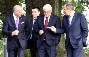 Foreign Ministers Laurent Fabius (France), Pavlo Klimkin (Ukraine), Frank-Walter Steinmeier (Germany), Sergei Lavrov (Russia) (--AFP / Tobias Schwarz)