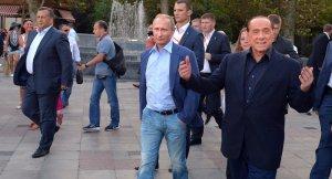 Putin, Berlusconi (--AFP/ Alexei Druzhnin)