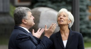 Petro Poroshenko, Christine Lagarde (--Reuters/ Valentyn Ogirenko)
