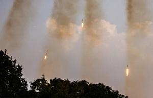 Grad multiple rocket launchers being fired in Ukraine (--Tass archive/© EPA/Roman Pilipey)