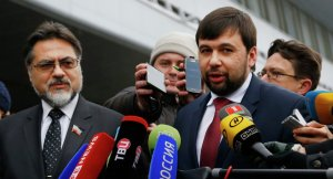 LPR and DPR envoys Vladislav Deynego and Denis Pushilin (--Sputnik/AP/Sergei Grit)