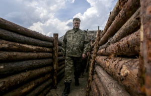 Petro Poroshenko in Mariupol (--Mikhail Palinchak/TASS)