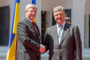 Harper greets Petro Poroshenko