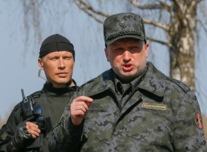 Oleksandr Turchynov attends Ukrainian National Guard exercises on the Novi Petrivtsi shooting range. (--www.vosizneias.com)