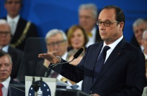 French President Francois Hollande delivers speech at award ceremony of Charlemagne Prize in Aachen, west Germany,  May 14. (--AFP / Patrik Stollarz)