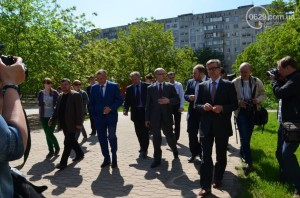 Diplomats in Mariupol