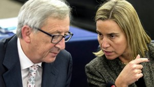 Jean-Claude Juncker and Federica Mogherini at the plenary session of the European Parliament in Strasbourg, January 13, 2015 (--Euranetplus-inside.eu)