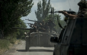 Ukrainian troops in Marinka near Donetsk (--AP/Evgeniy Maloletka)
