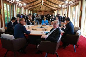 European Union at G7 Summit: President Juncker (foreground) and President Tusk (left) (--EU)