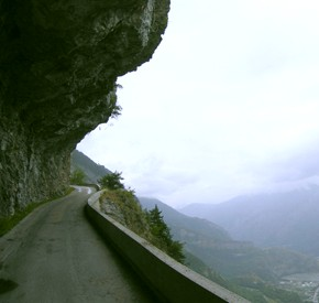 VIDEO: Click here to drive over the Col du Chaussy, Rhône-Alps, France. Before leaving, check brake fluid level and condition of your pads. (--dangerousroads.org)