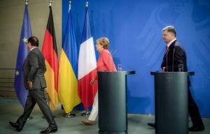 Hollande, Merkel, Porkoshenko (--Mikhail Palinchak/Ukrainian president's press service/TASS)
