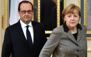 Hollande, Merkel (--AFP / Sergei Supinsky/Getty Images)