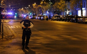 Paris attacks: Police survey area of Boulevard Baumarchais Nov 13, 2015 (--Thierry Chesnot/Getty Images)