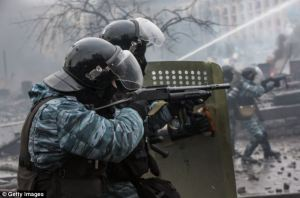 Berkut riot police, Maidan Square, 2014 (–dailymail.co.uk)