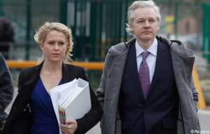 Julian Assange and lawyer Jennifer Robinson arrive at Belmarsh Magistrates' Court, 2011 (--ft.com)
